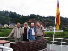 Trier 2010:Od leve proti desni častni predsednik DLS Slavko Ribaš, Klaus Steinborn, predsenik Bezirksverein der Kehlkopfoperierten  Trier E.V. Winfried Hesser ter predsednik DLS Ivan Košak( Foto:Č.Košak)